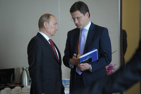 Президент России Владимир Путин и министр энергетики РФ Александр Новак