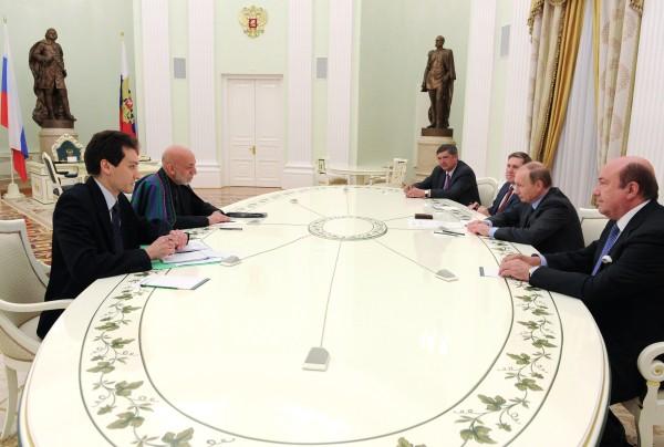 Президент России Владимир Путин и экс-президент Афганистана Хамид Карзай во время встречи в Кремле