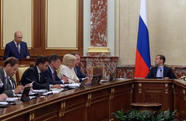 Председатель правительства РФ Дмитрий Медведев на заседание кабинета министров РФ в Доме правительства РФ