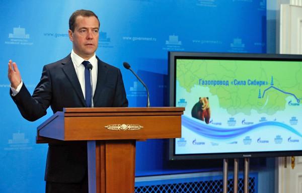 Председатель правительства России Дмитрий Медведев выступает на церемонии начала строительства китайского участка китайско-российского газопровода