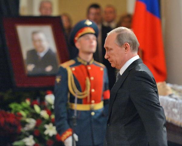 Владимир Путин на церемонии прощания с политиком Евгением Примаковым в Колонном зале Дома Союзов