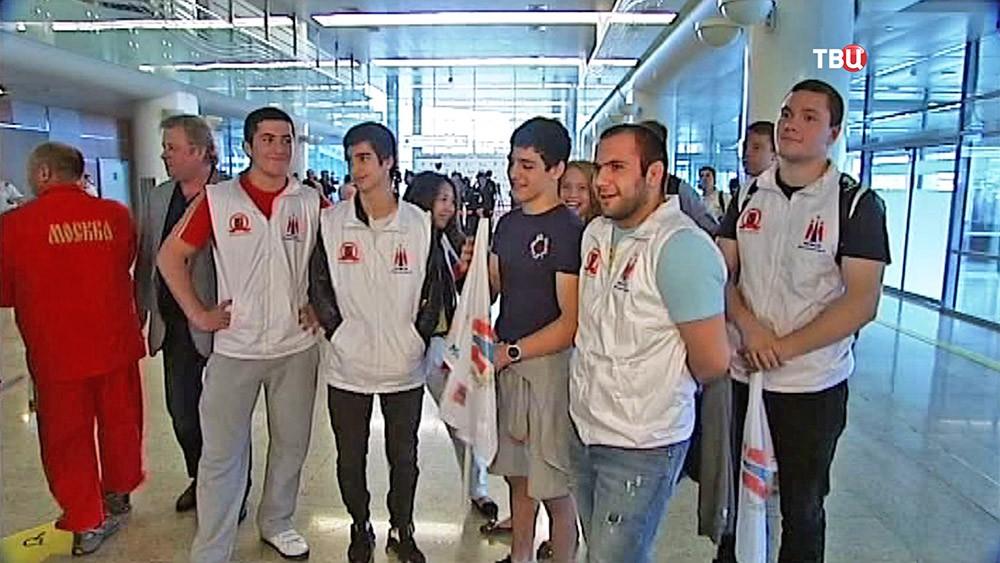 Встречающие победителей первых Европейских игр