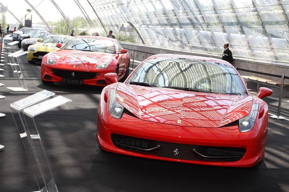 Автомобиль Ferrari