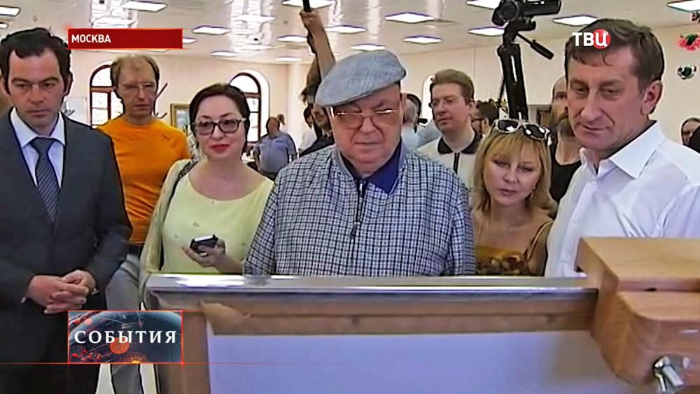 Владимир Ресин посетил художественную выставку