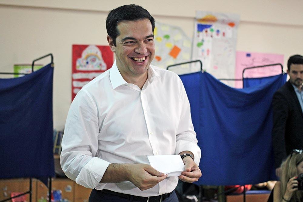 Премьер-министр Греции Алексис Ципрас голосует на референдуме