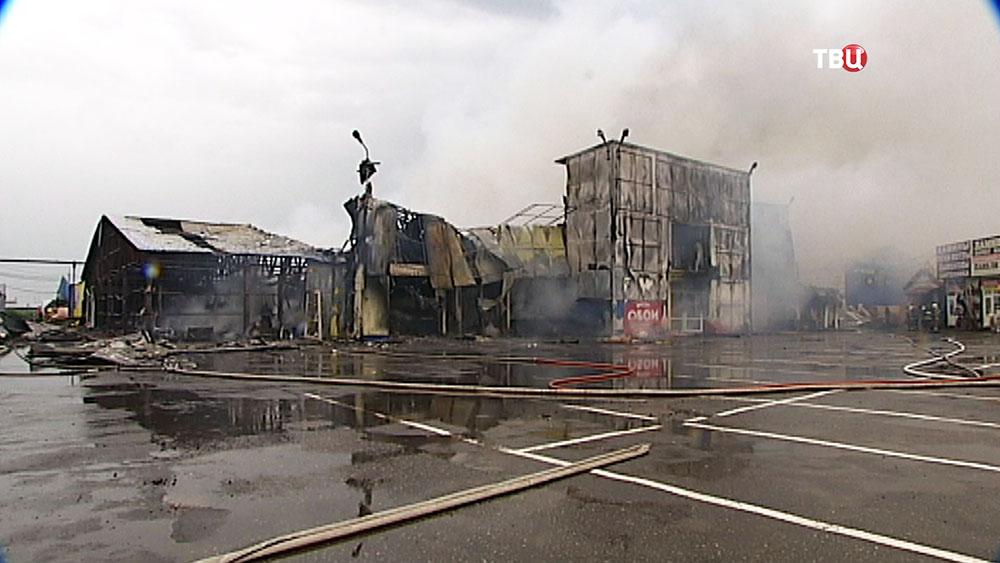 Сгоревший торговый павильон