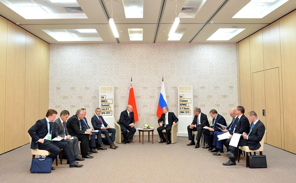 Президент Белоруссии Александр Лукашенко и президент России Владимир Путин на саммите в Уфе