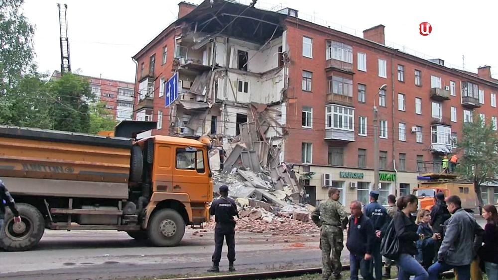На месте обрушения жилого дома в Перми