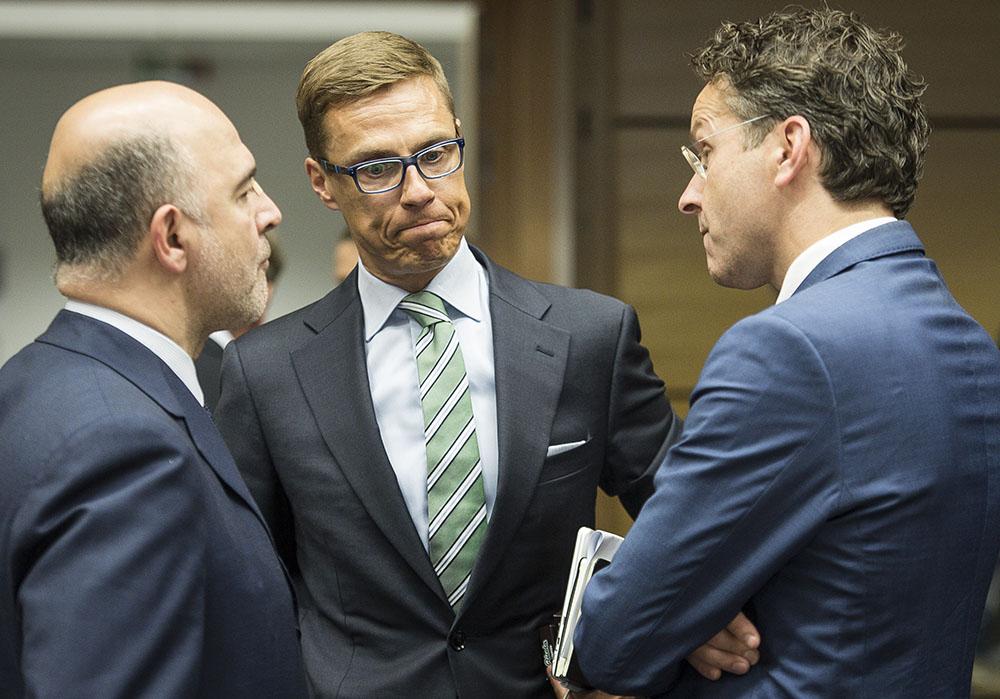 Комиссар ЕС по экономическим и финансовым вопросам Пьер Московичи, министр финансов Финляндии Александр Стубб и министр Еврогруппы Йерун Дейсселблум на заседании штаб-квартиры ЕС в Брюсселе