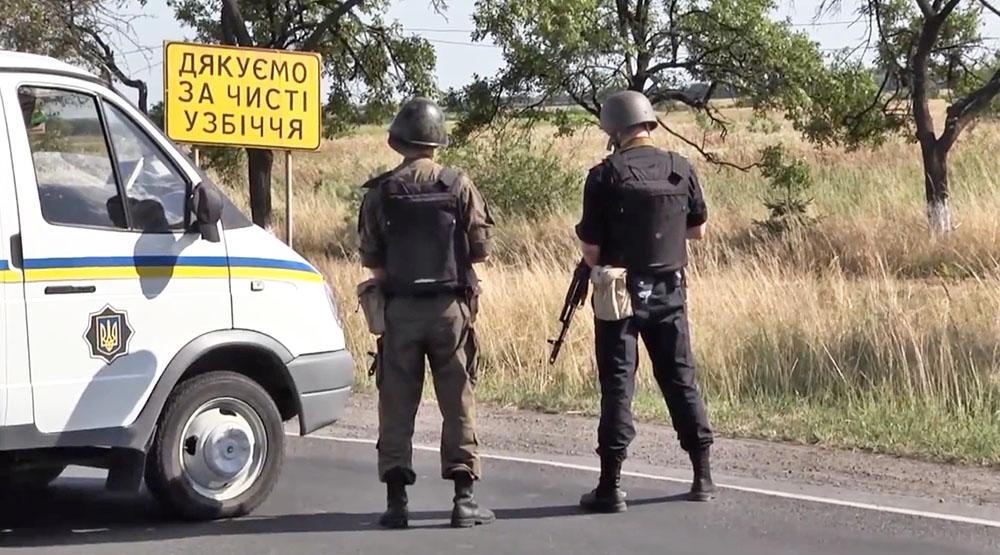 Украинские силовики перекрыли дорогу