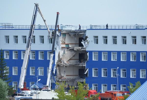 Здание казармы учебного центра Воздушно-десантных войск в поселке Светлый Омской области, где произошло обрушение перекрытия второго этажа