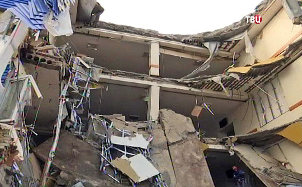 Последствия обрушения здания казарм учебного центра ВДВ в Омске