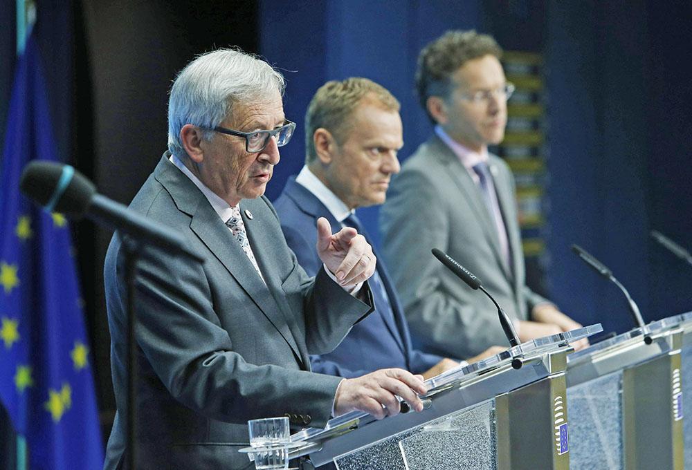 Жан-Клод Юнкер, Дональд Туск и Йерун Дейсселблум на саммите Евросоюза