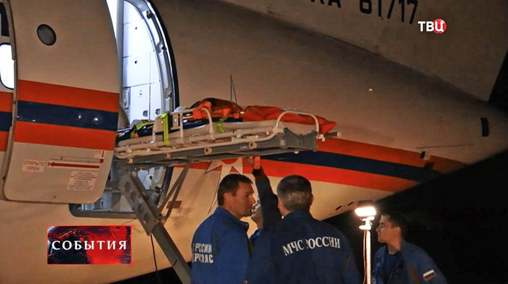 Самолет МЧС доставил из Турции в Россию трех тяжелобольных россиян