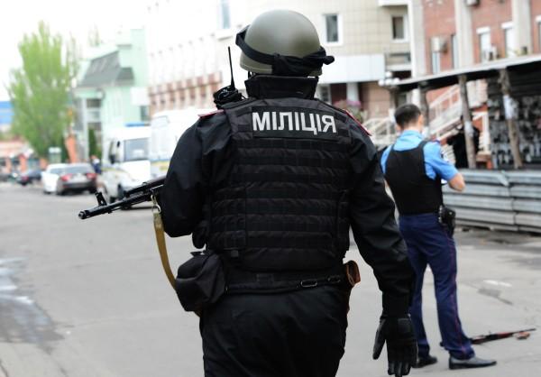 Сотрудники правоохранительных органов МВД Украины на месте происшествия
