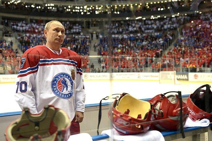 Владимир Путин перед началом гала-матча НХЛ