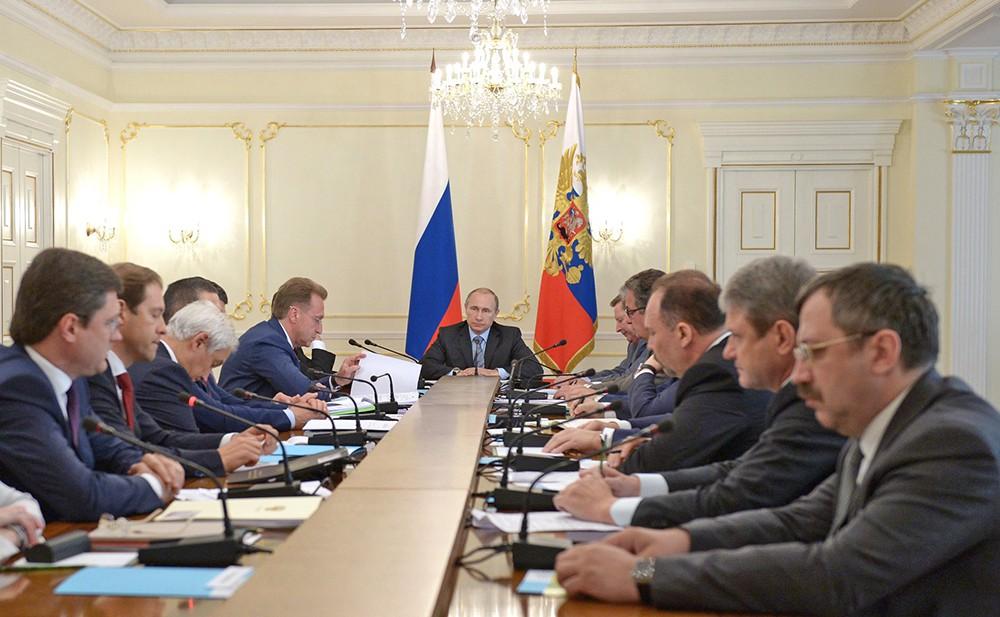 Президент России Владимир Путин проводит заседание