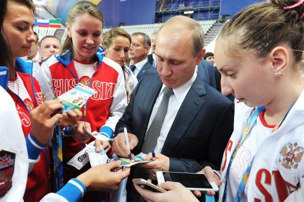 Президент России Владимир Путин во время встречи с членами сборной команды России