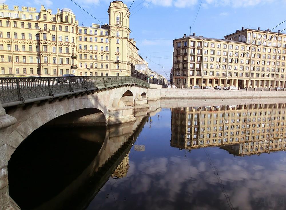Набережная реки Фонтанки в Санкт-Петербурге
