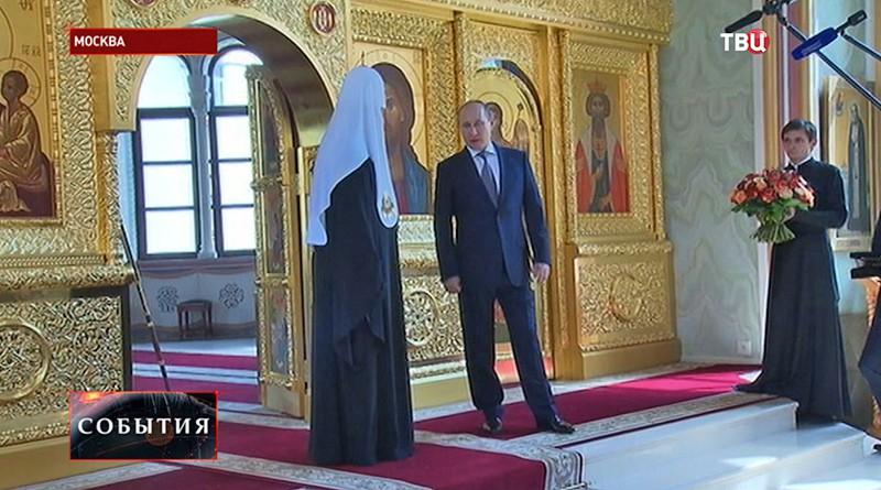 Владимир Путин и патриарх Кирилл в Владимирском храме