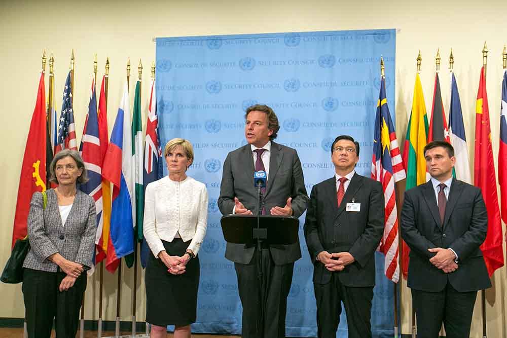 Министр иностранных дел Нидерландов Альберт Кундерс во время пресс-конференции в ООН