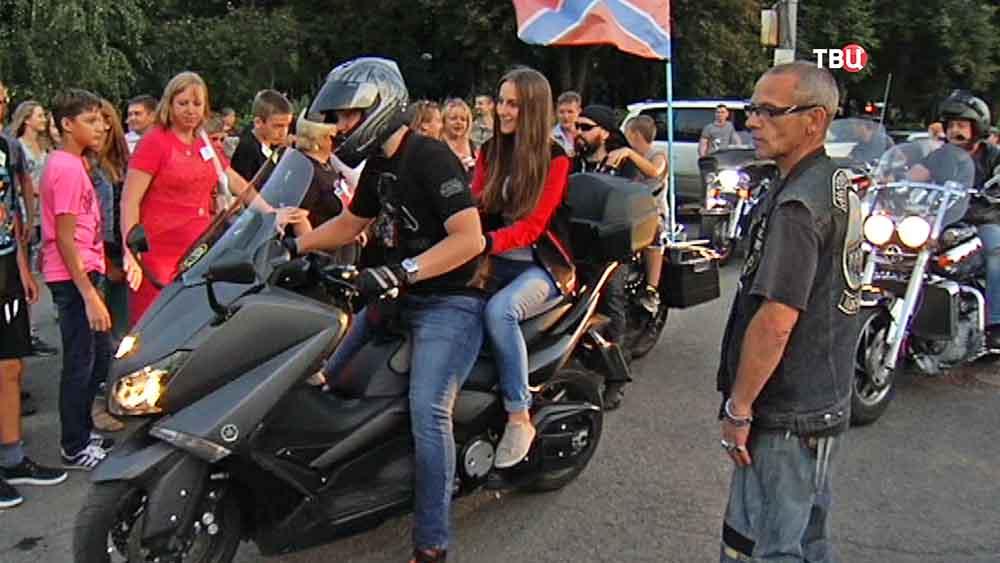 Московские байкеры прокатили детей из Донбасса