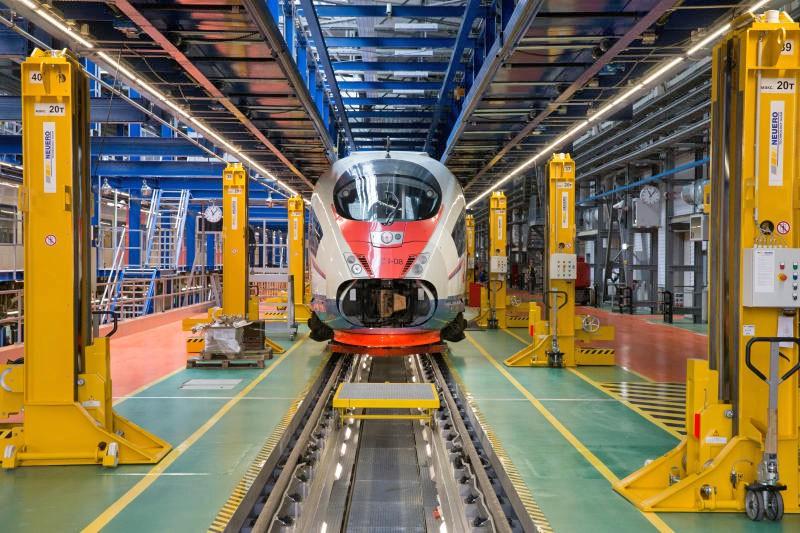 """Поезд """"Сапсан"""" в железнодорожном депо «Подмосковное»"""