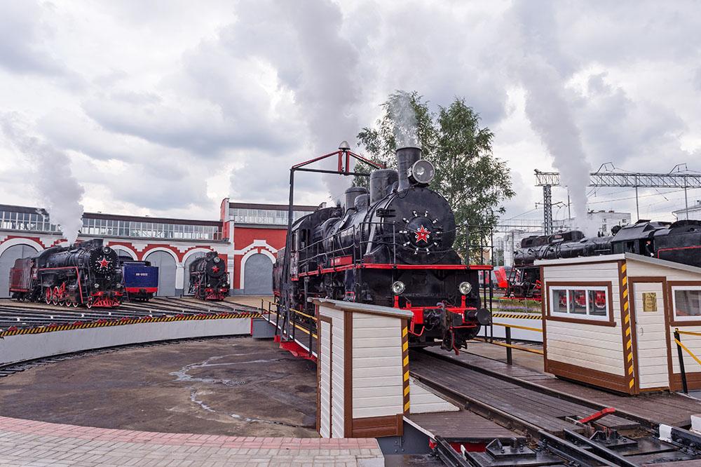 Паровозы в железнодорожном депо «Подмосковное»