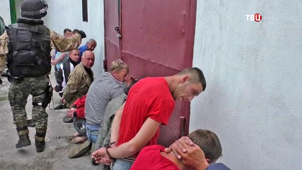 Украинские силовики проводят арест