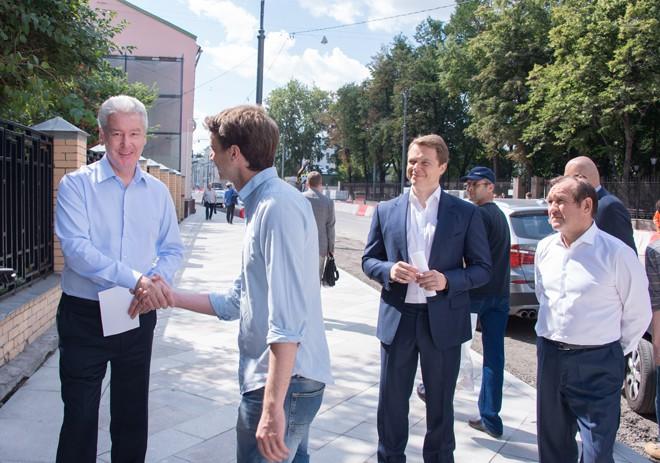 Сергей Собянин и Максим Ликсутов осмотрели строительство новой пешеходной зоны