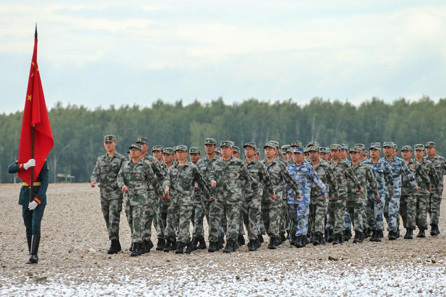 Китайские военные на церемонии открытия Армейских международных игр
