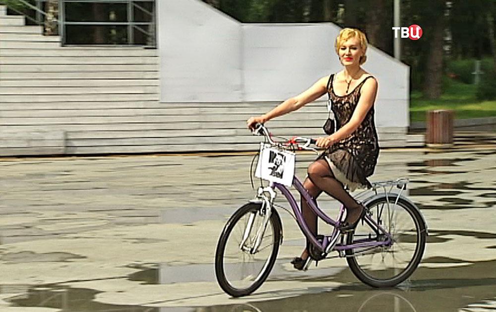 """Участницы велопарада """"Леди на велосипеде"""""""