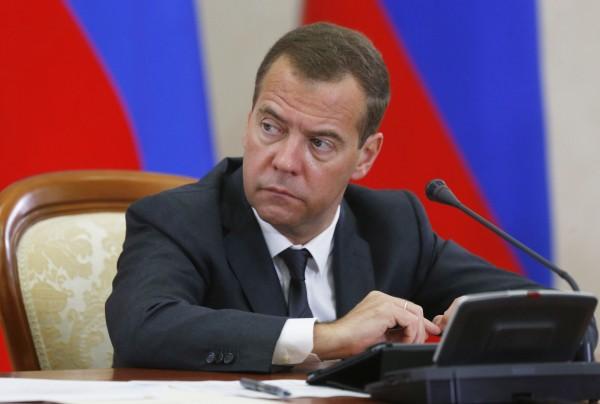 Председатель правительства РФ Дмитрий Медведев на совещании в режиме видеоконференции по проведению сельскохозяйственных уборочных работ в 2015 году