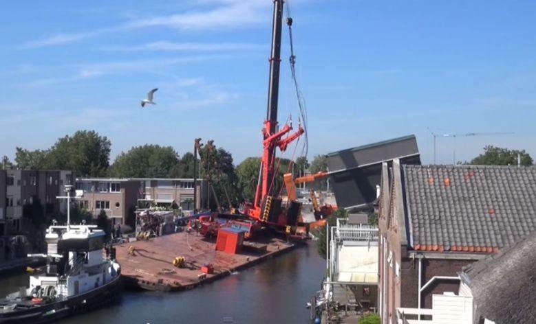 Падение подъемных кранов в Нидерландах
