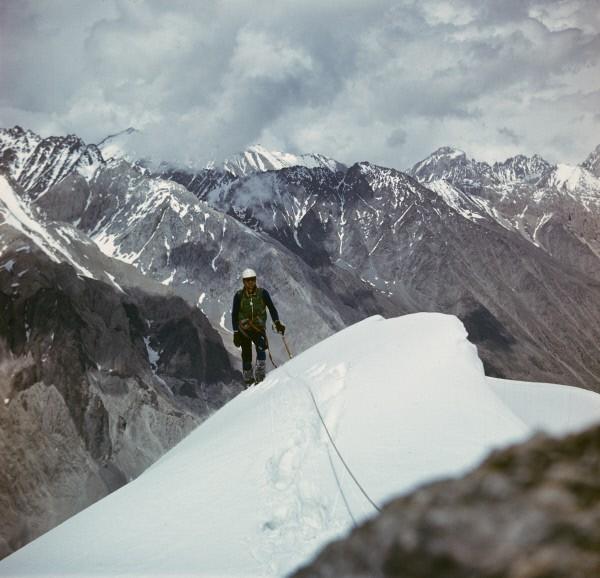 Альпинист в ущелье