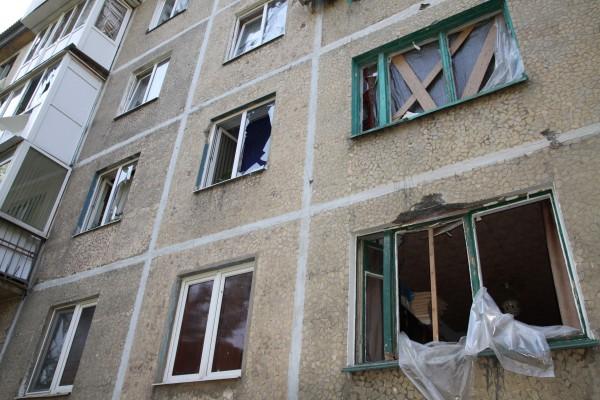 Жилой многоквартирный дом, пострадавший в результате обстрела киевскими силовиками поселка Октябрьский в Куйбышевском районе города Донецка