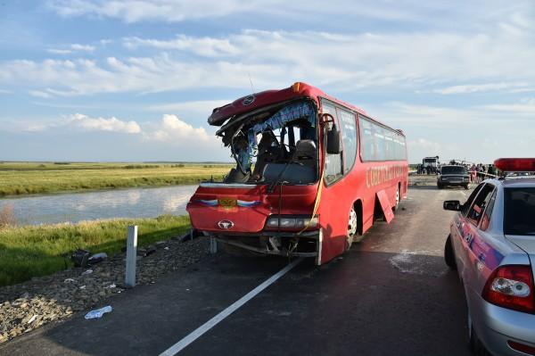 Автобус, попавший в ДТП на трассе Хабаровск-Комсомольск-на-Амуре