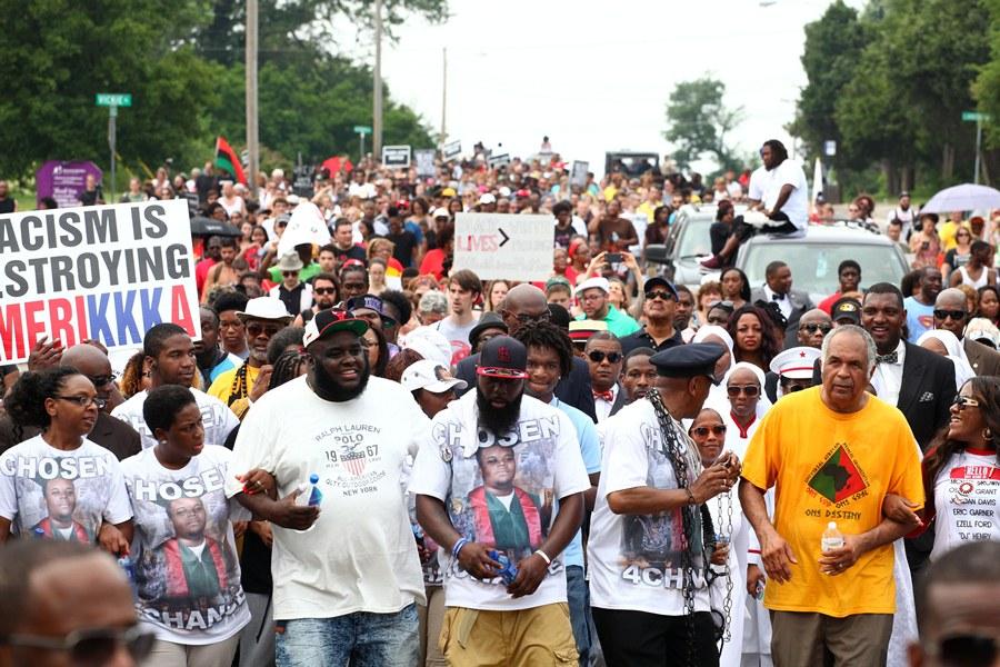 Траурное шествие в Фергюсоне
