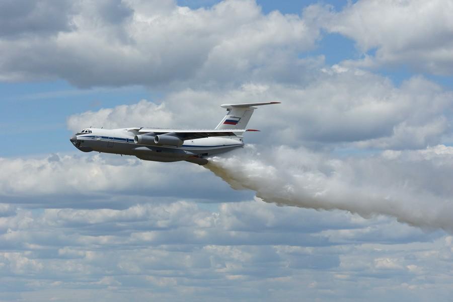 Ил-76 Минобороны РФ принимает участие в тушении природных пожаров
