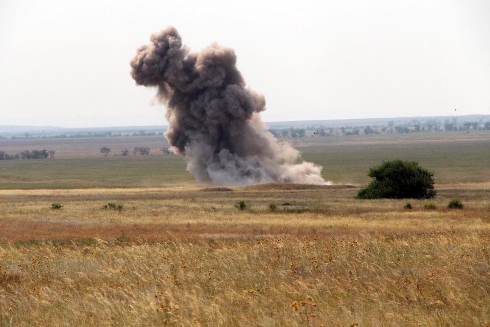 Уничтожение взрывоопасных предметов на полигоне МЧС