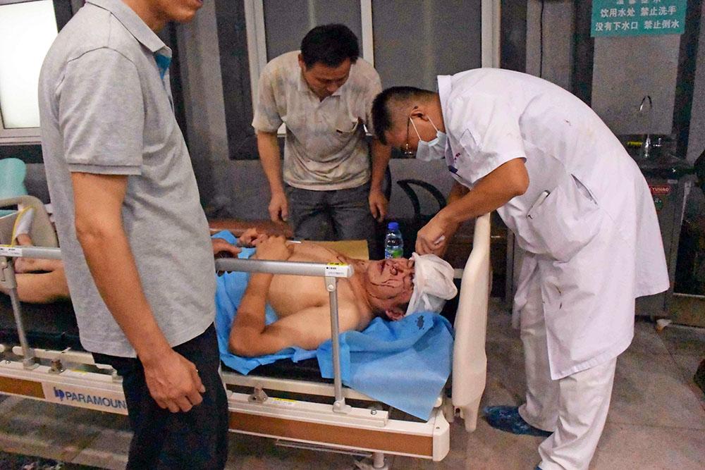 Пострадавший в результате взрывов и пожаров на складе в Китае