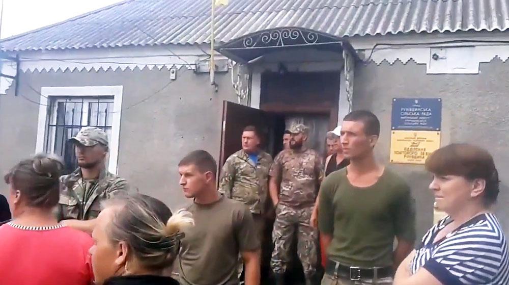 "Бойцы батальона ""Айдар"" захватили сельсовет под Полтавой"