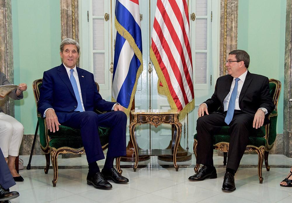 Госсекретарь США Джон Керри и министр иностранных дел Кубы Бруно Родригес