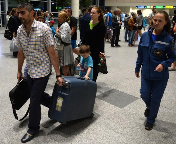 Граждане России и стран СНГ, эвакуированные бортом МЧС России из Сирии