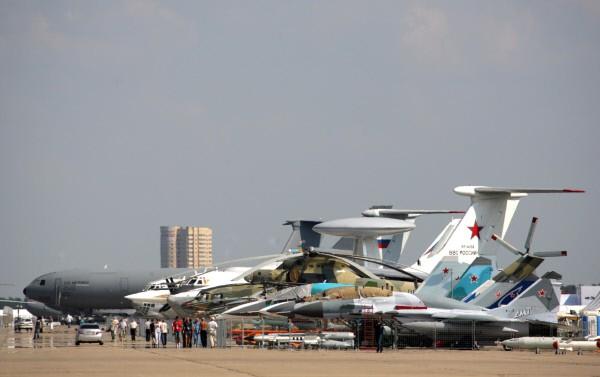 Самолеты на аэродроме в подмосковном Жуковском