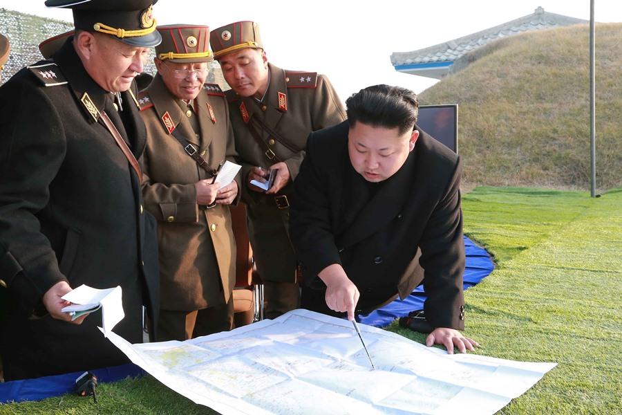 Ким Чен Ын с военными КНДР
