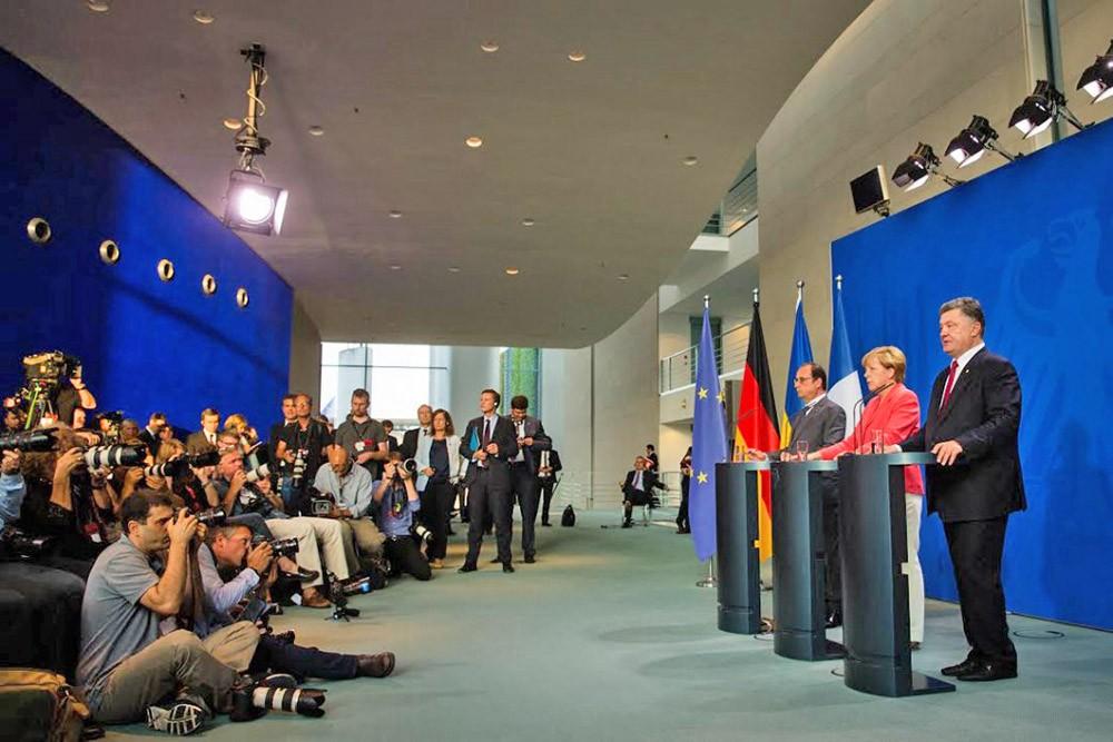 Франсуа Олланд, Ангела Меркель и Пётр Порошенко на пресс-конференции