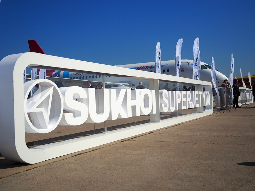 """Стенд """"Сухой Суперджет-100"""" на Международном авиационно-космическом салоне МАКС"""