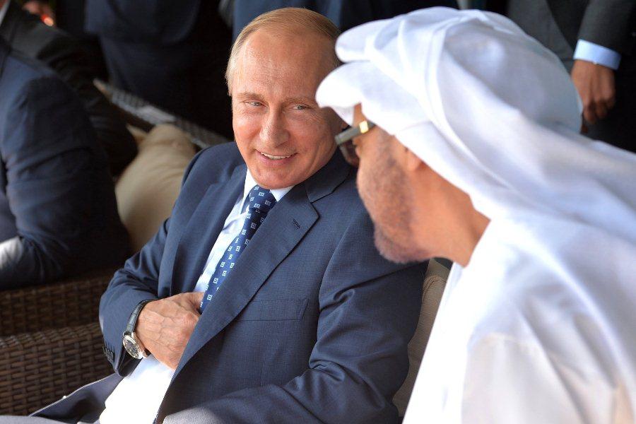 Владимир Путин с наследным принцем Абу‑Даби Мухаммедом аль‑Нахайяном на авиасалоне МАКС-2015
