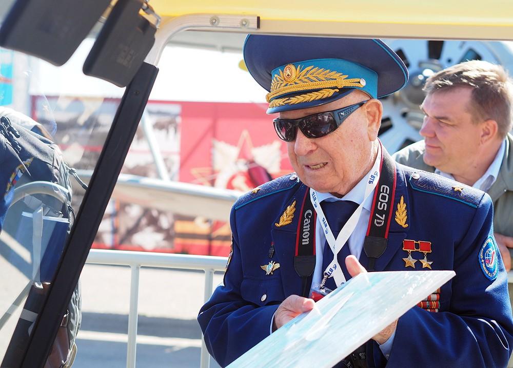 Лётчик-космонавт Алексей Леонов